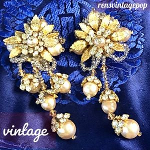 Vntg Flower & Fruit  gold pearl  clip earrings